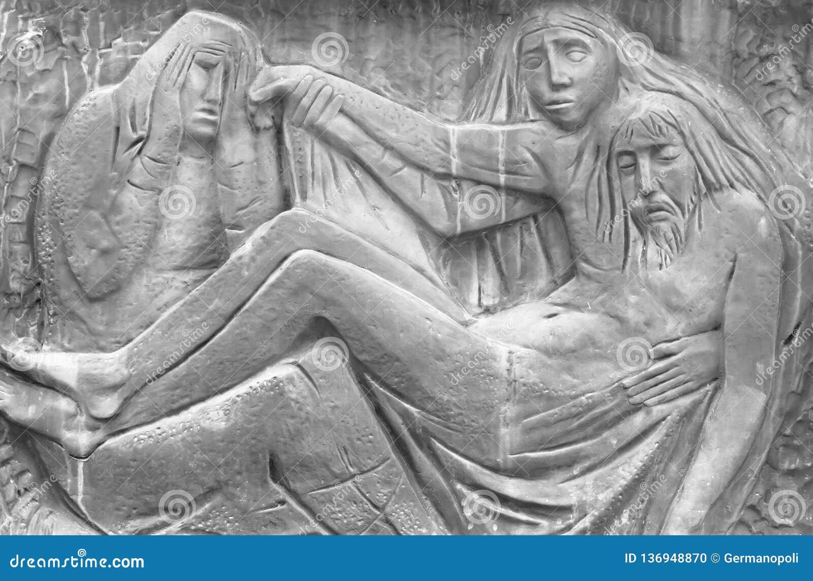 Bas-hulp die het Medelijden van Michelangelo vertegenwoordigen
