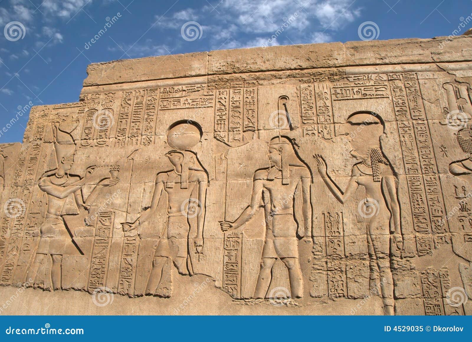 bas relief gyptien antique sur le mur photo libre de. Black Bedroom Furniture Sets. Home Design Ideas