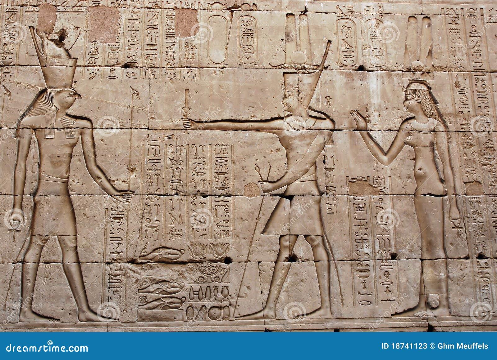 bas relief sur le mur temple d 39 edfu l 39 egypte image. Black Bedroom Furniture Sets. Home Design Ideas