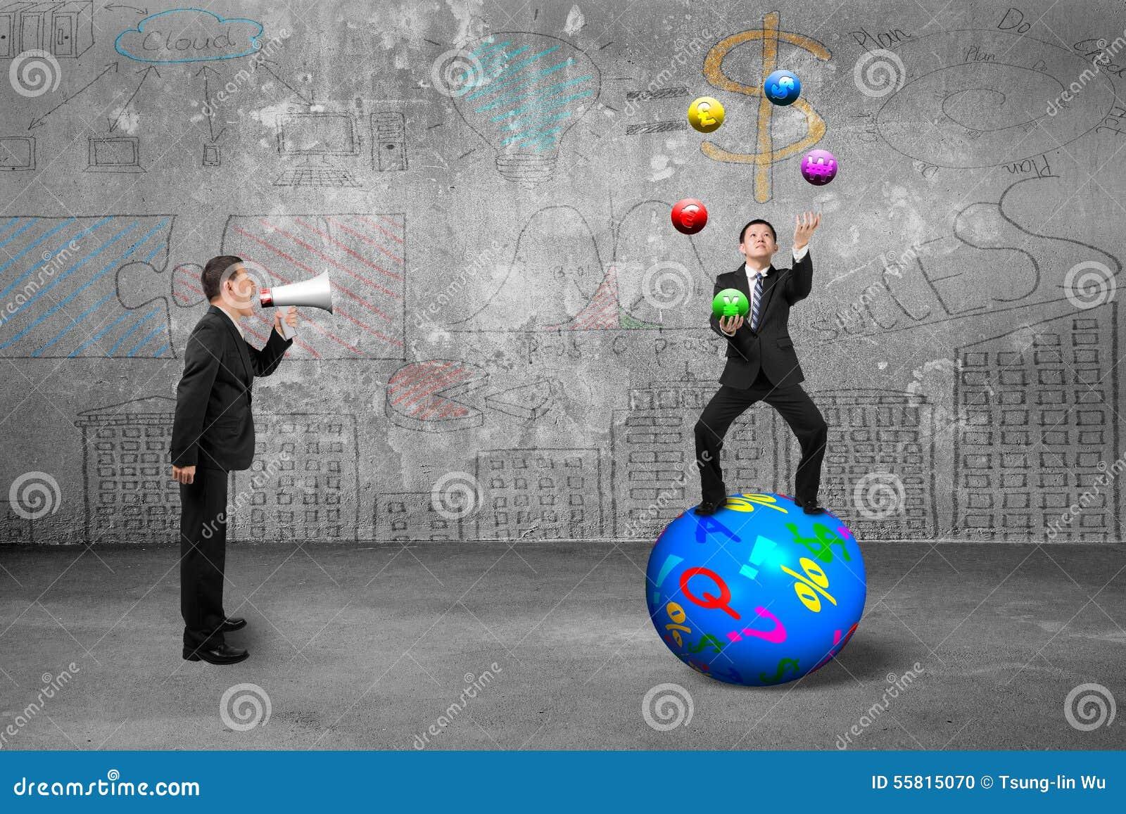 Basa genom att använda högtalaren som skriker affärsmannen som jonglerar med sy valuta