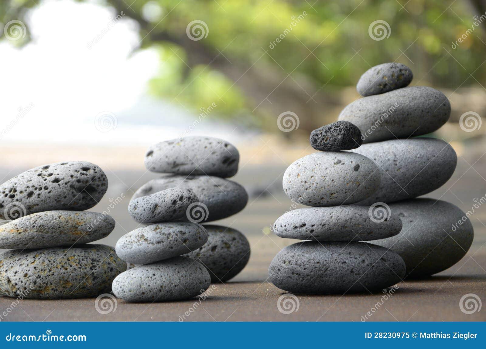 Basalt-Steine auf Strand