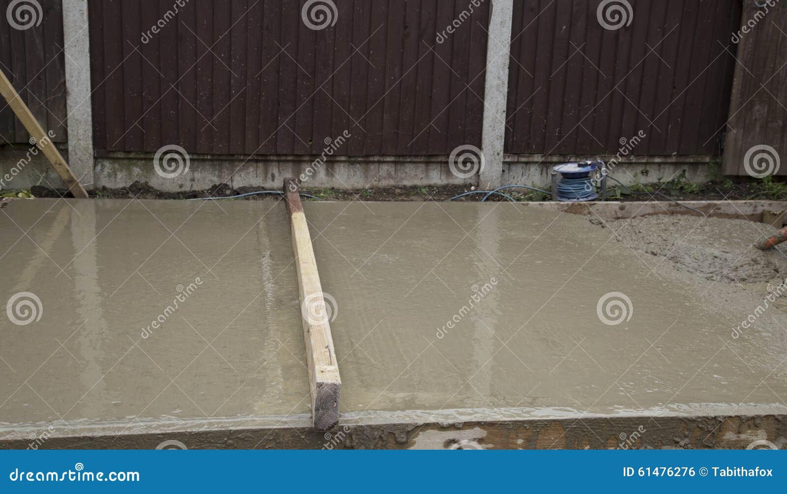Base bagnata della tettoia del cemento fotografia stock immagine