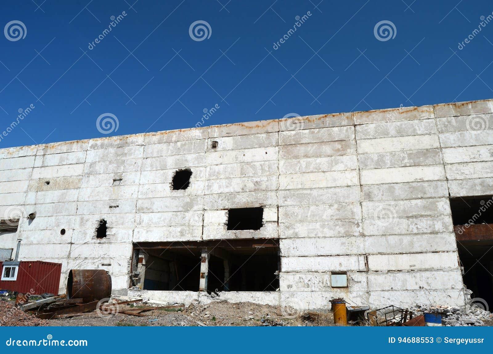 Base militare sovietica abbandonata su Asia centrale