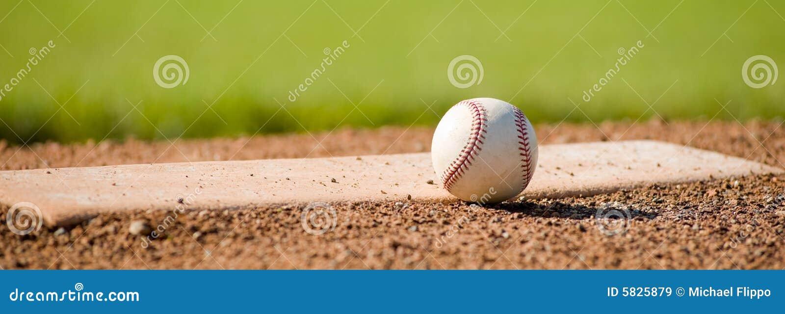 Baseball auf Damm
