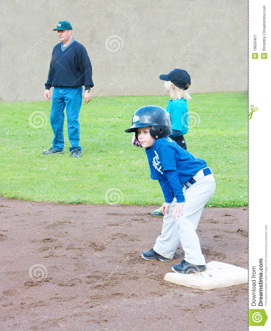 how to become a professional umpire
