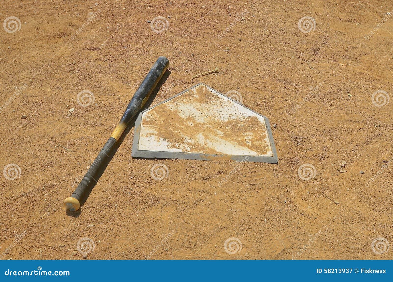 Baseballvänstersidaslagträ på den hem- plattan