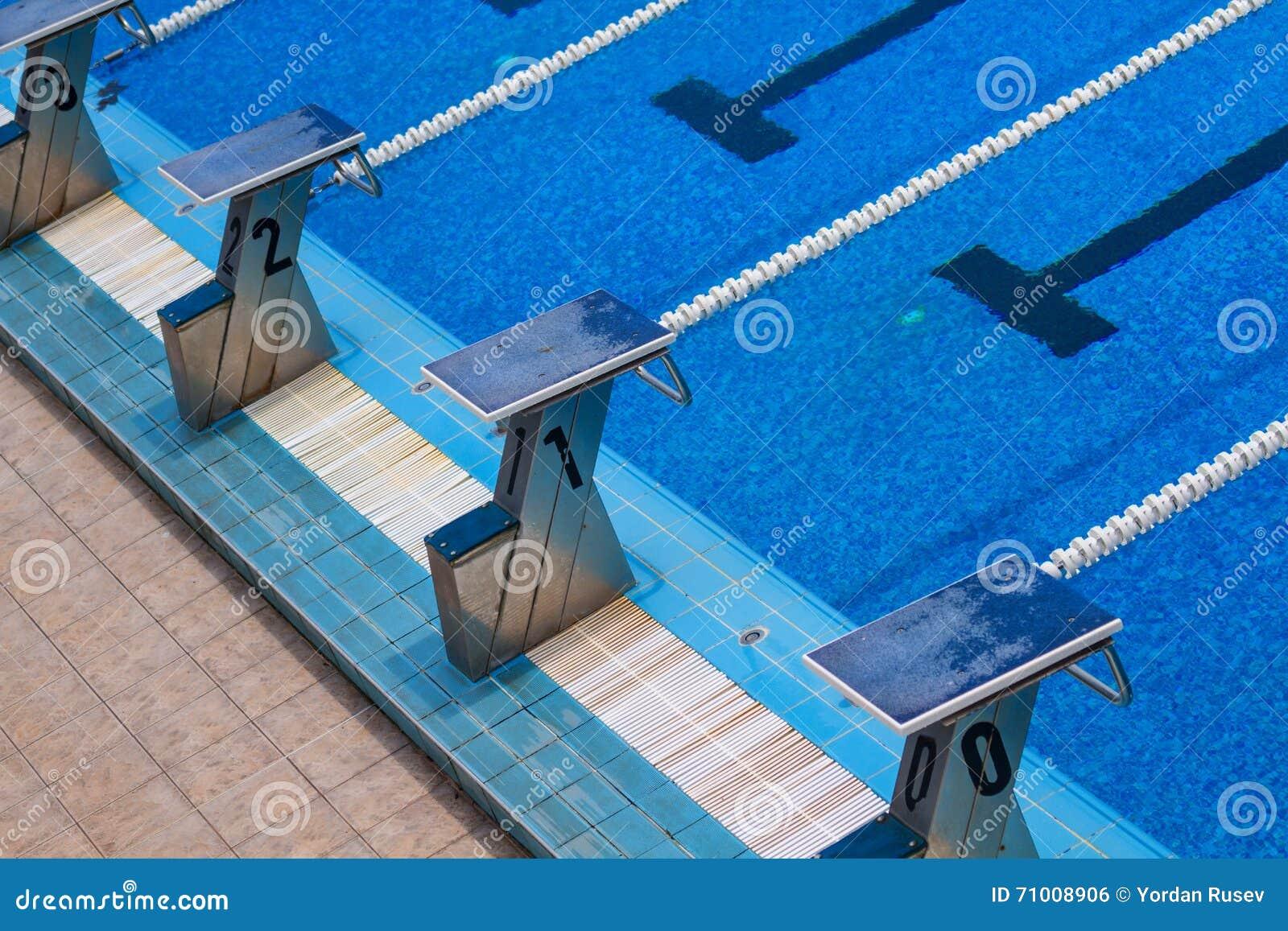 Basen olimpijski opływa