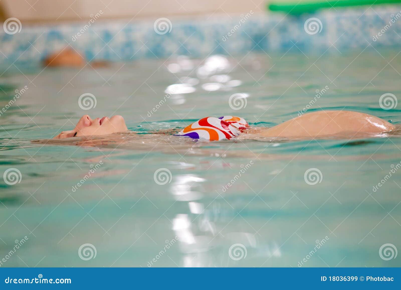 Basenu ciężarni pływaccy kobiety potomstwa