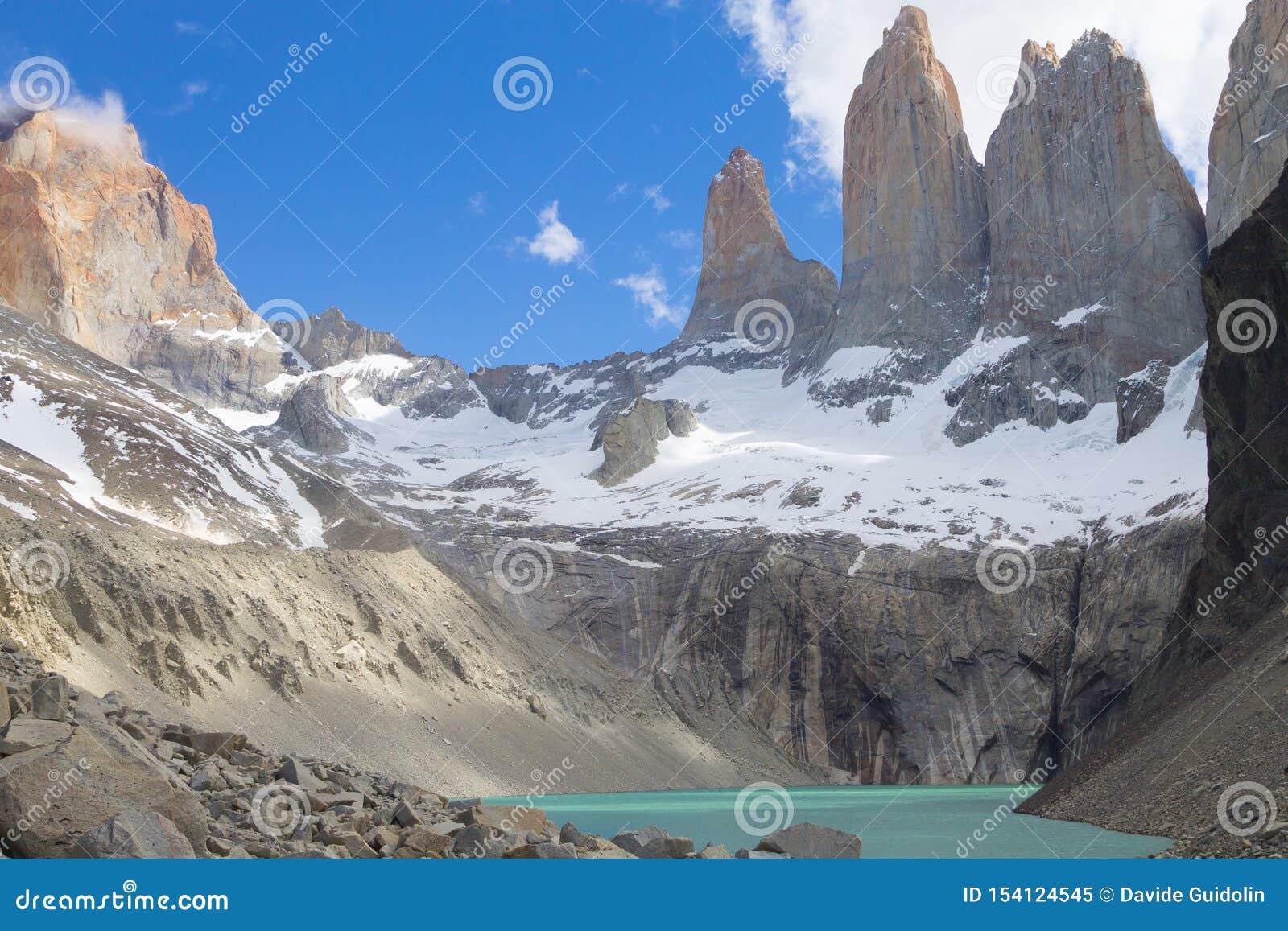 Basera den Las Torres synvinkeln, Torres del Paine, Chile