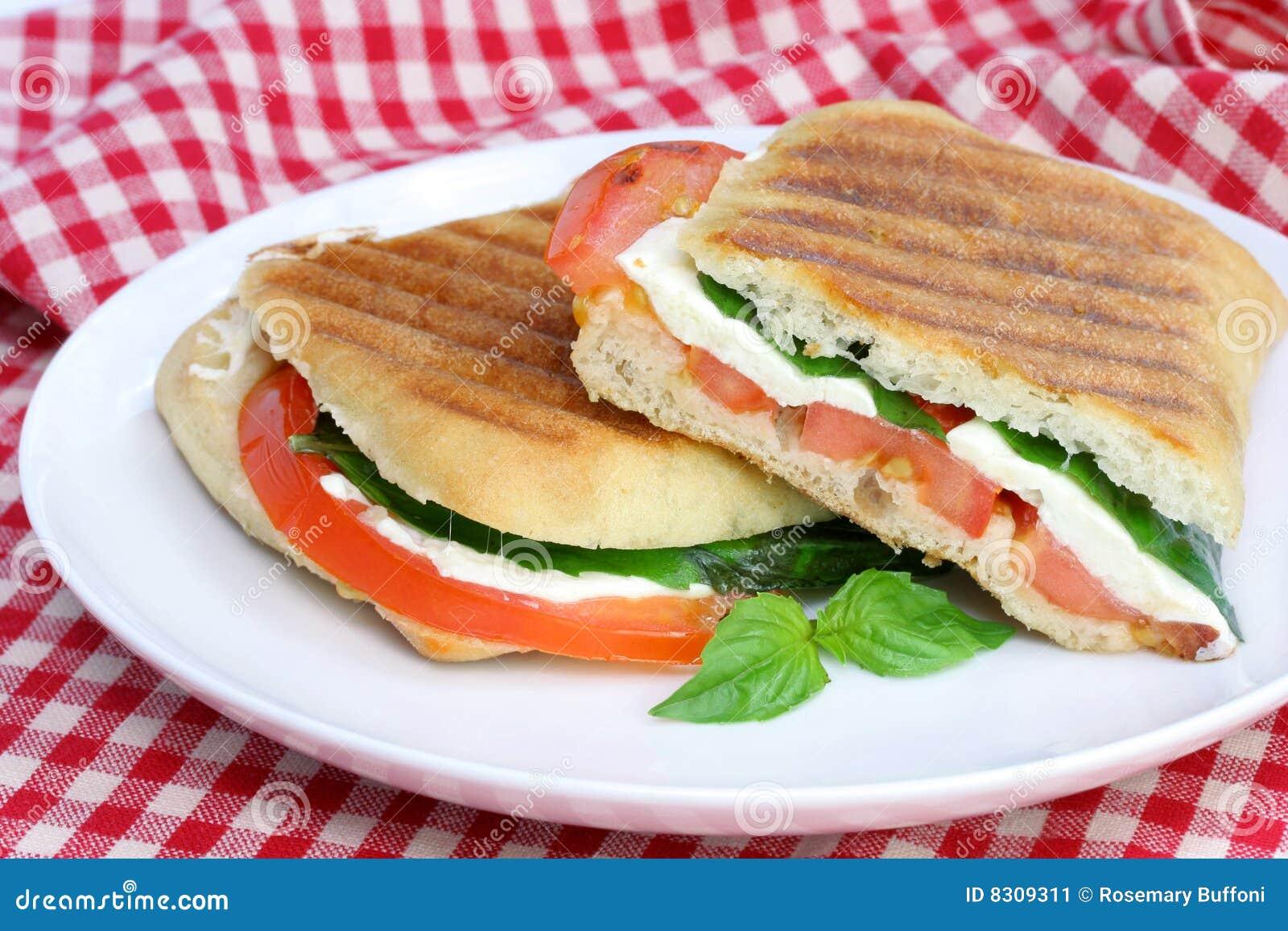 Basil mozzarelli panini pomidor