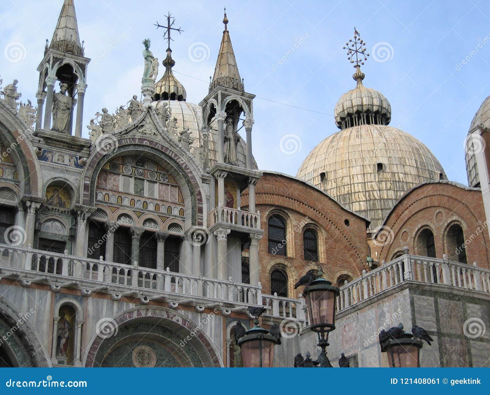 Basilica del ` s di St Mark nel quadrato del ` s di St Mark a Venezia, Italia