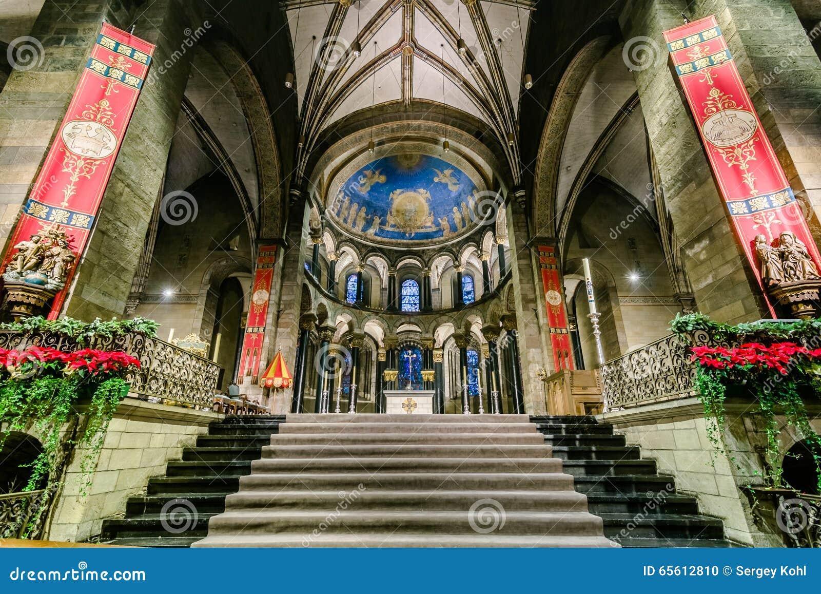 Basiliek Van Onze Dame Van De Veronderstelling Redactionele ...
