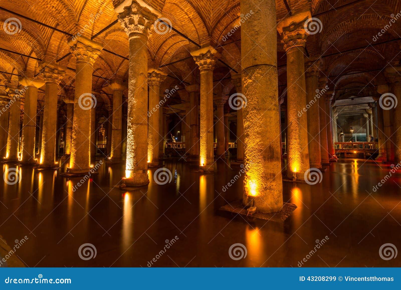 Download Basilikacistern fotografering för bildbyråer. Bild av waterway - 43208299