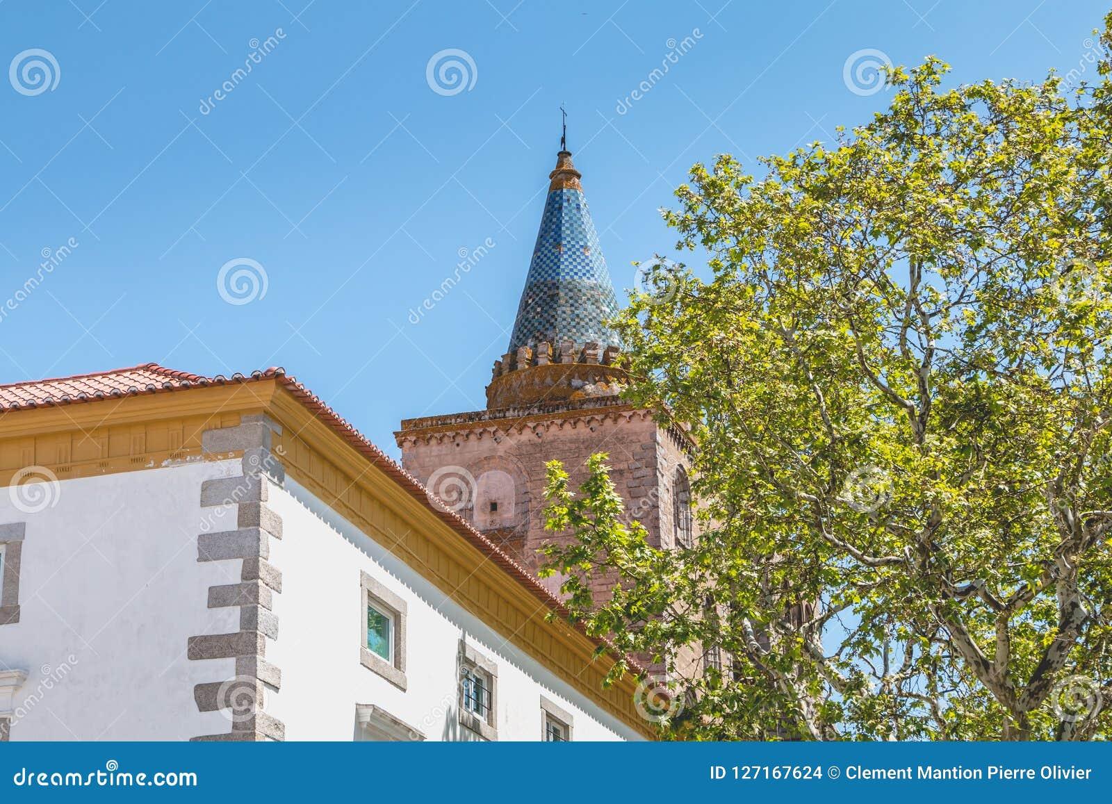 Basilikadomkyrka vår dam av antagandet av Evora