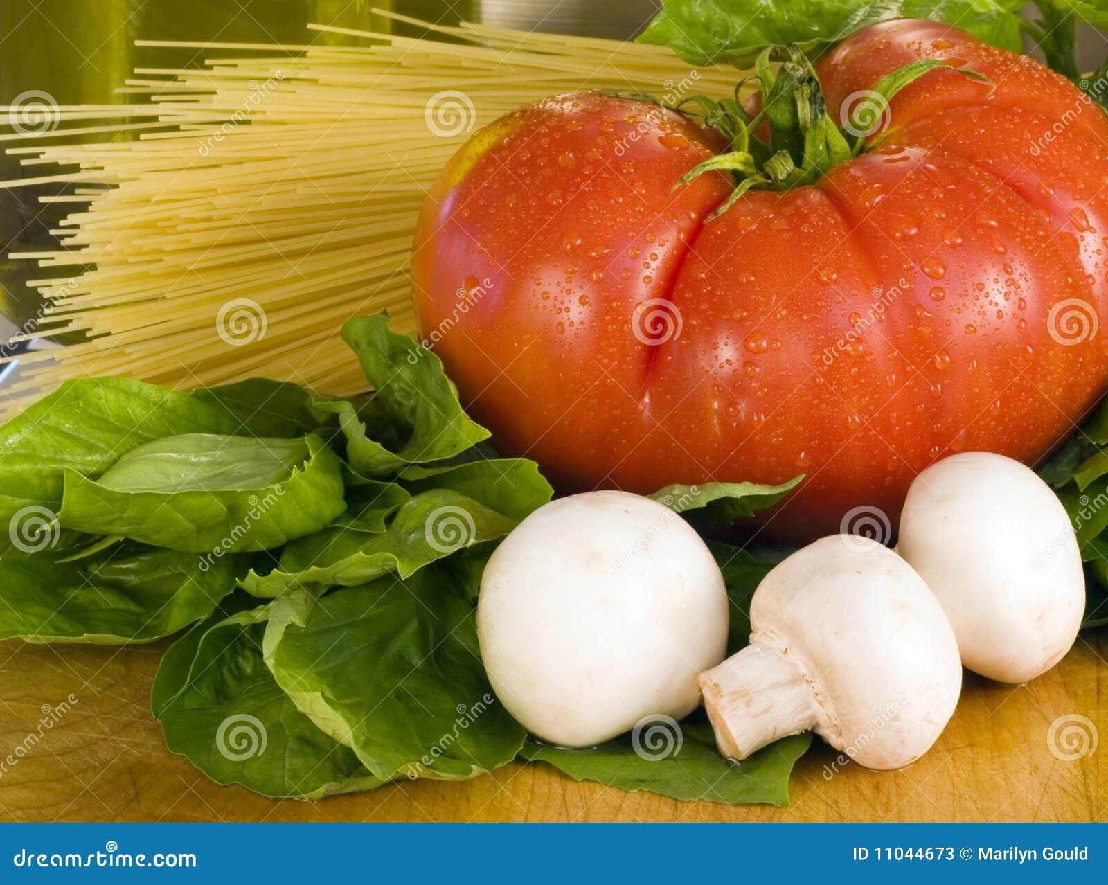 Basilu makaronu pomidor