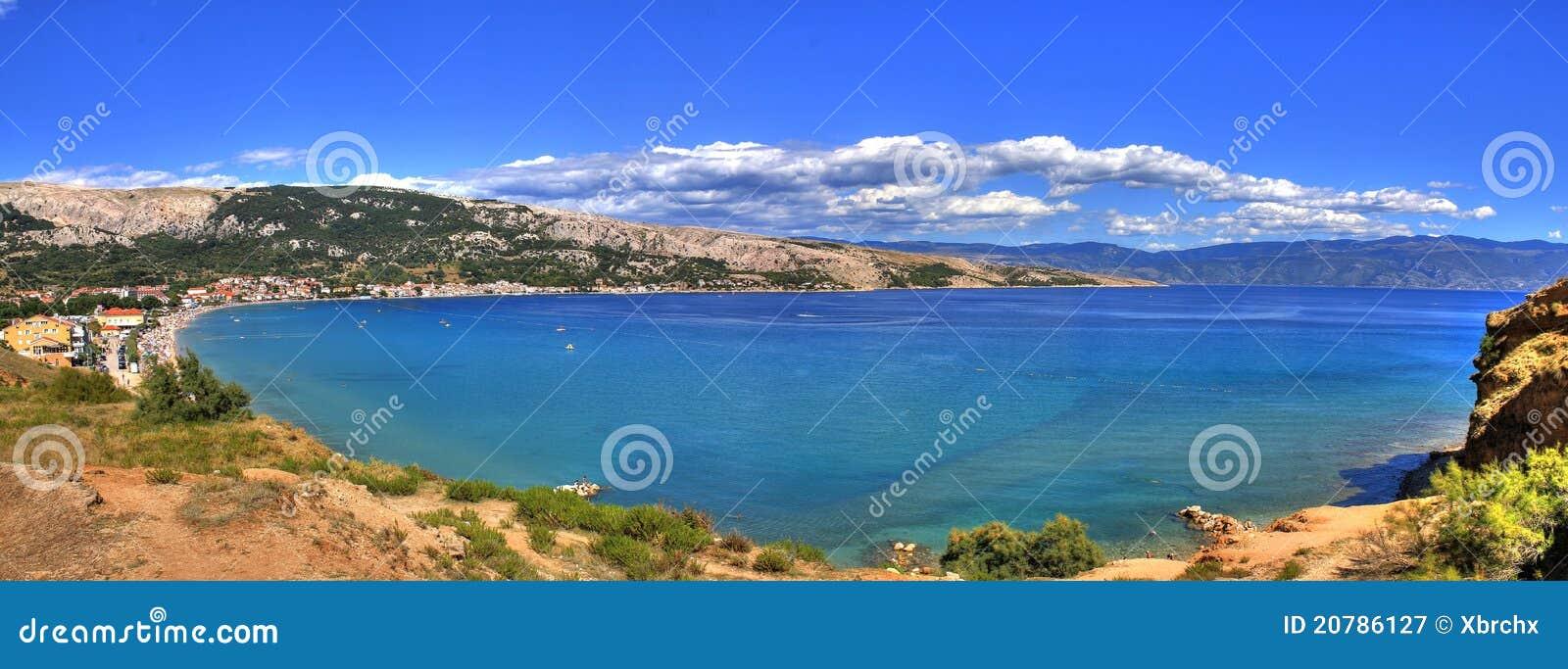 Baska海湾海滩美丽长