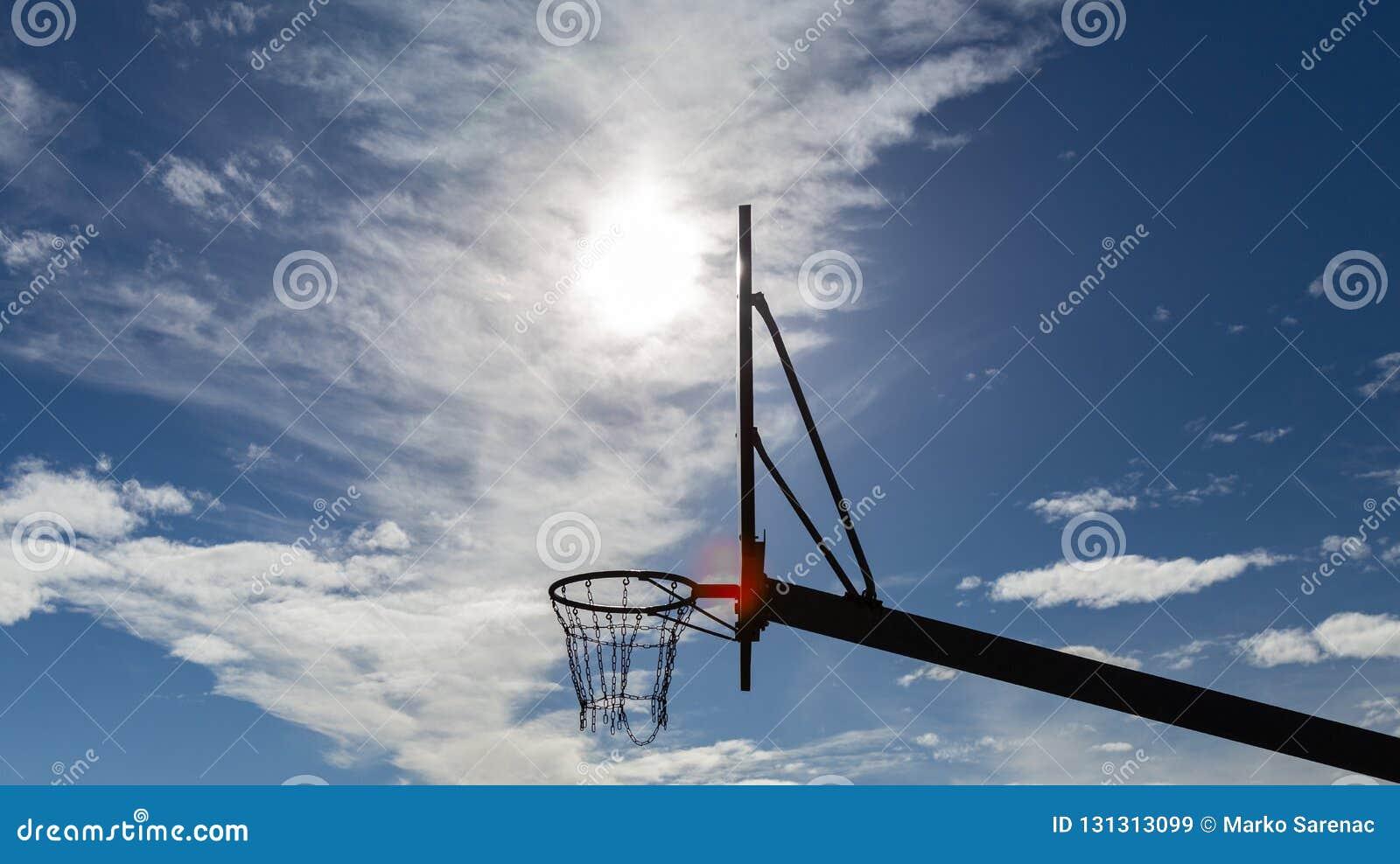 Basket boaen sport solig dag förtjänar
