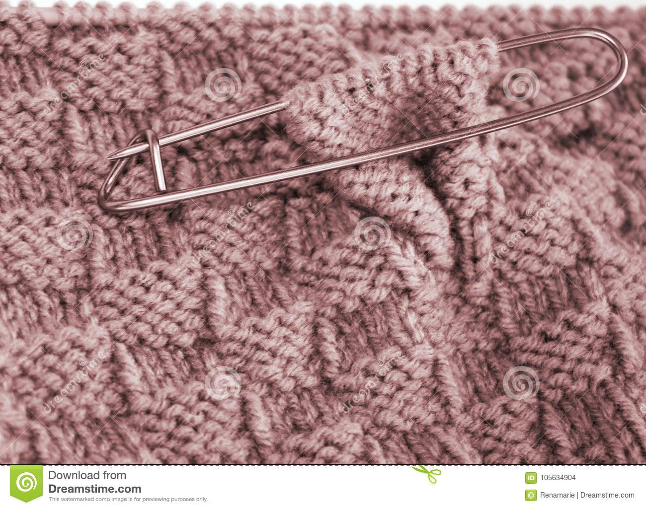 Basket Weave Pattern Knitted On Knitting Needle In Rose Color Wool