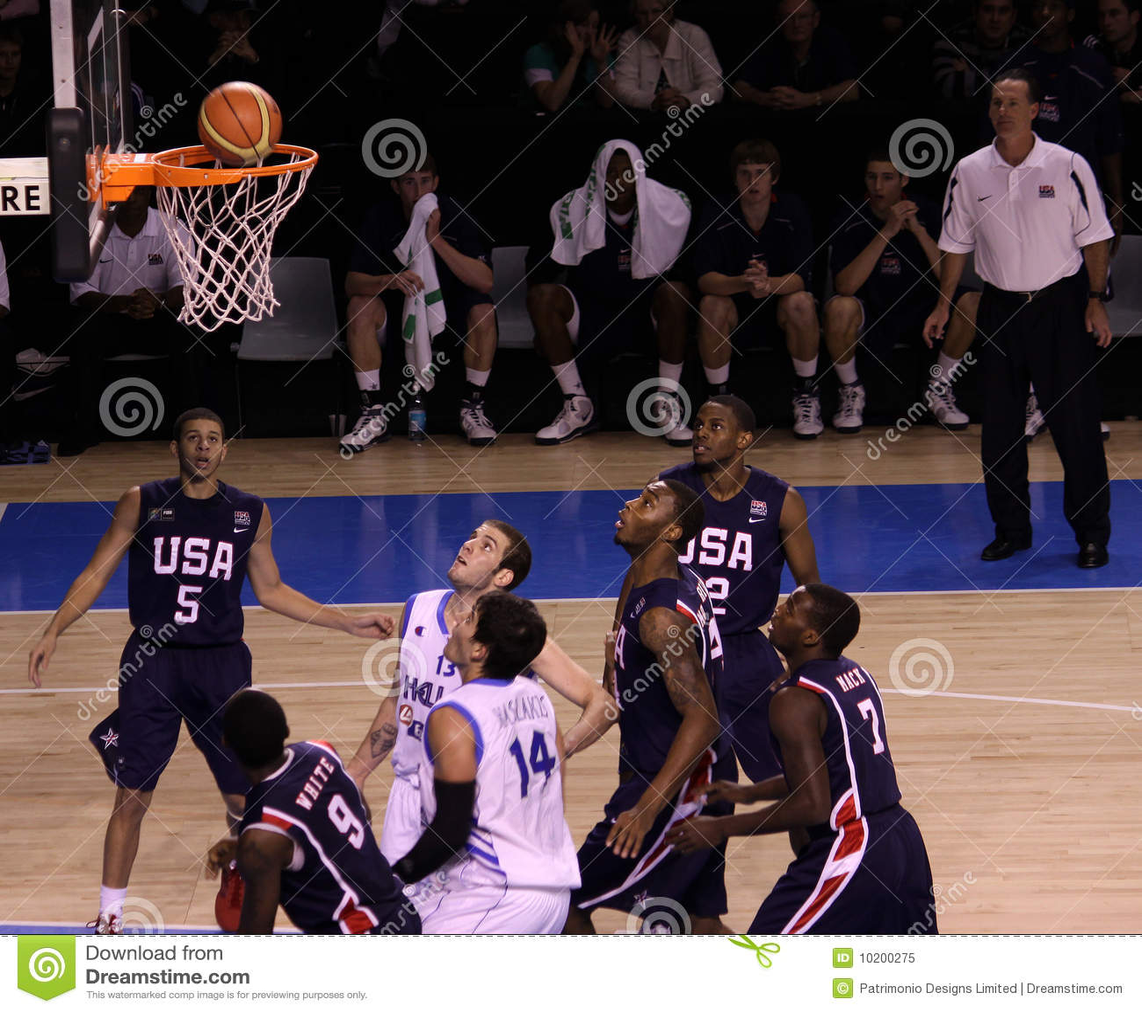 Basketball Players Rebounding Editorial Image - Image: 10200275