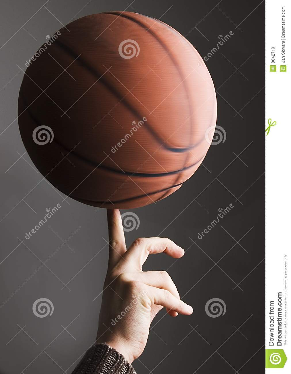 Basketbalrollen auf Finger