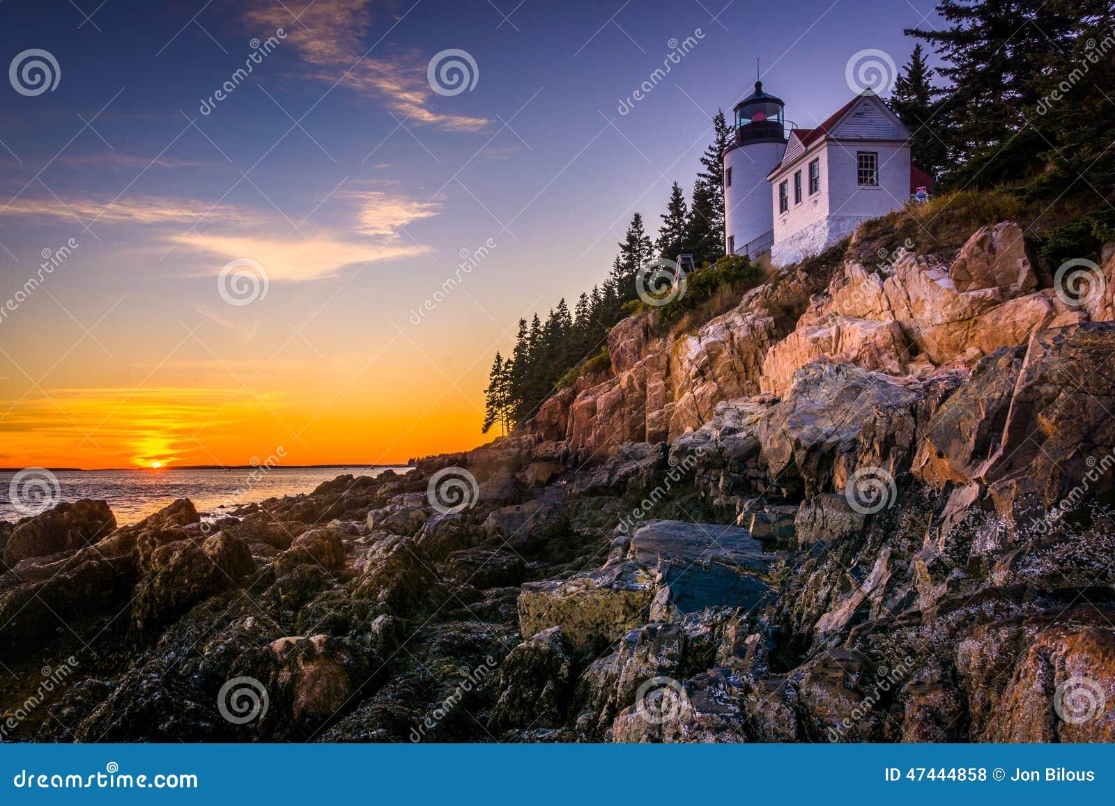 Basowa schronienie latarnia morska przy zmierzchem, w Acadia parku narodowym, Maine