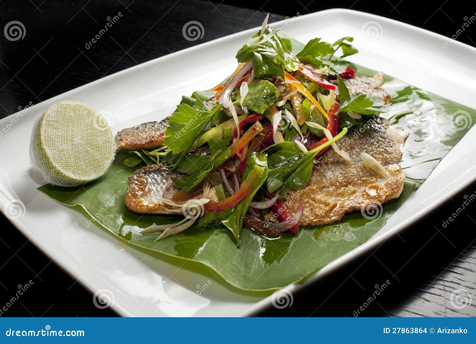 Basowy rybi talerz