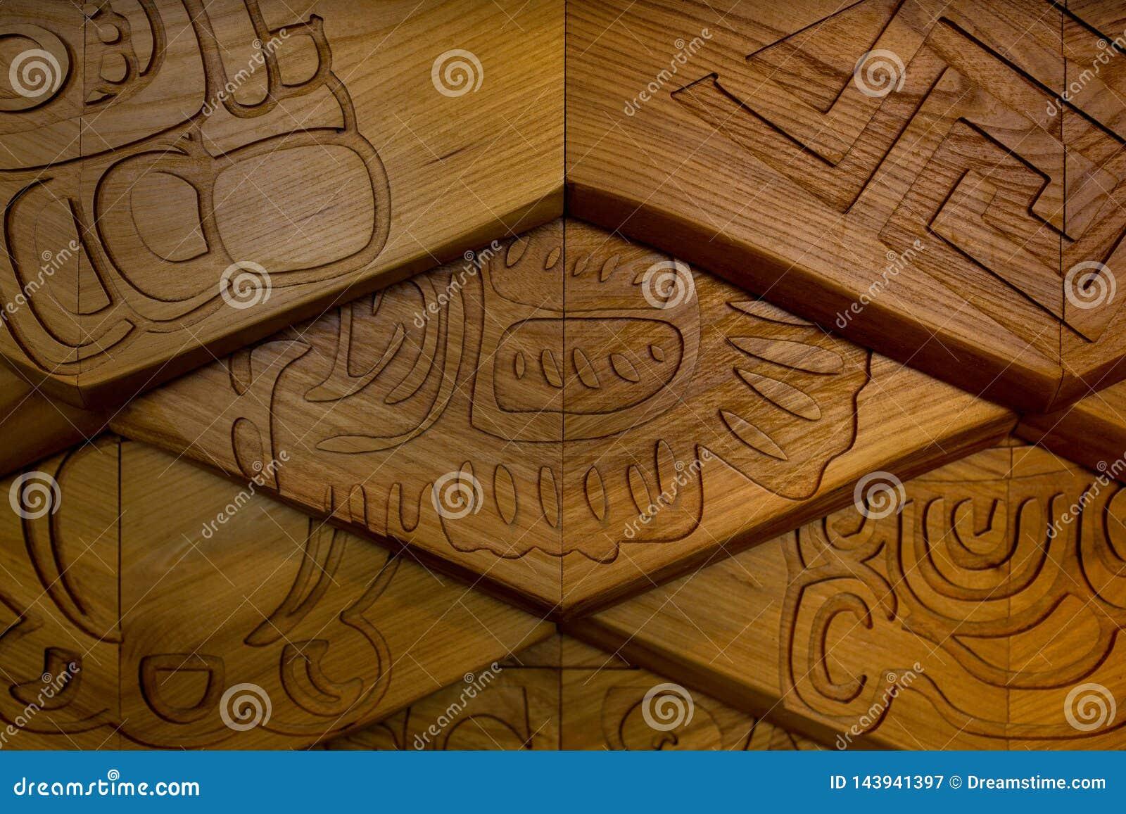 Basrelief för abstrakt modell för trä dekorativ på yttersidan som delen av arkitekturen rhombus bakgrundsbegrepp