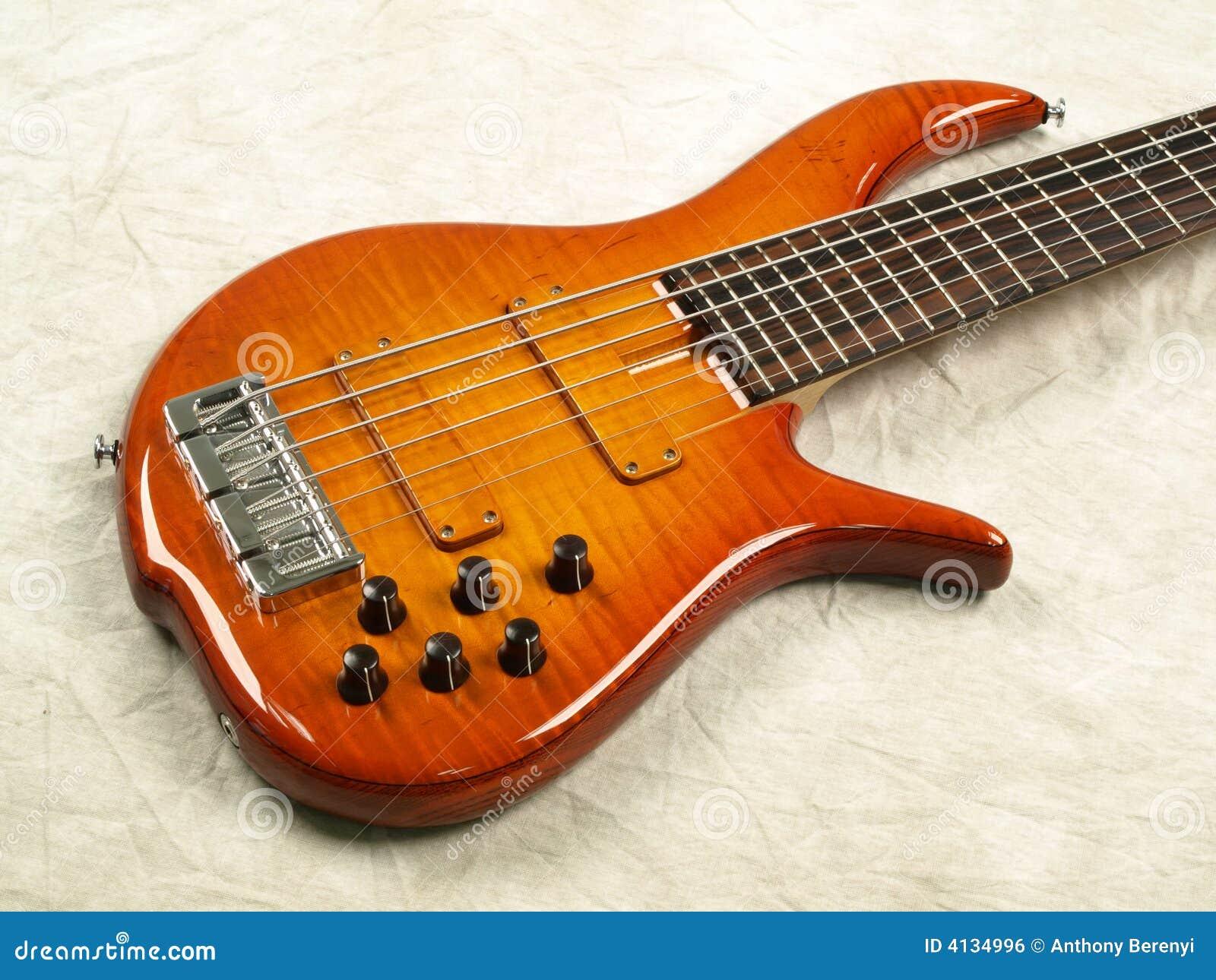 Bass guitar honey color body 2