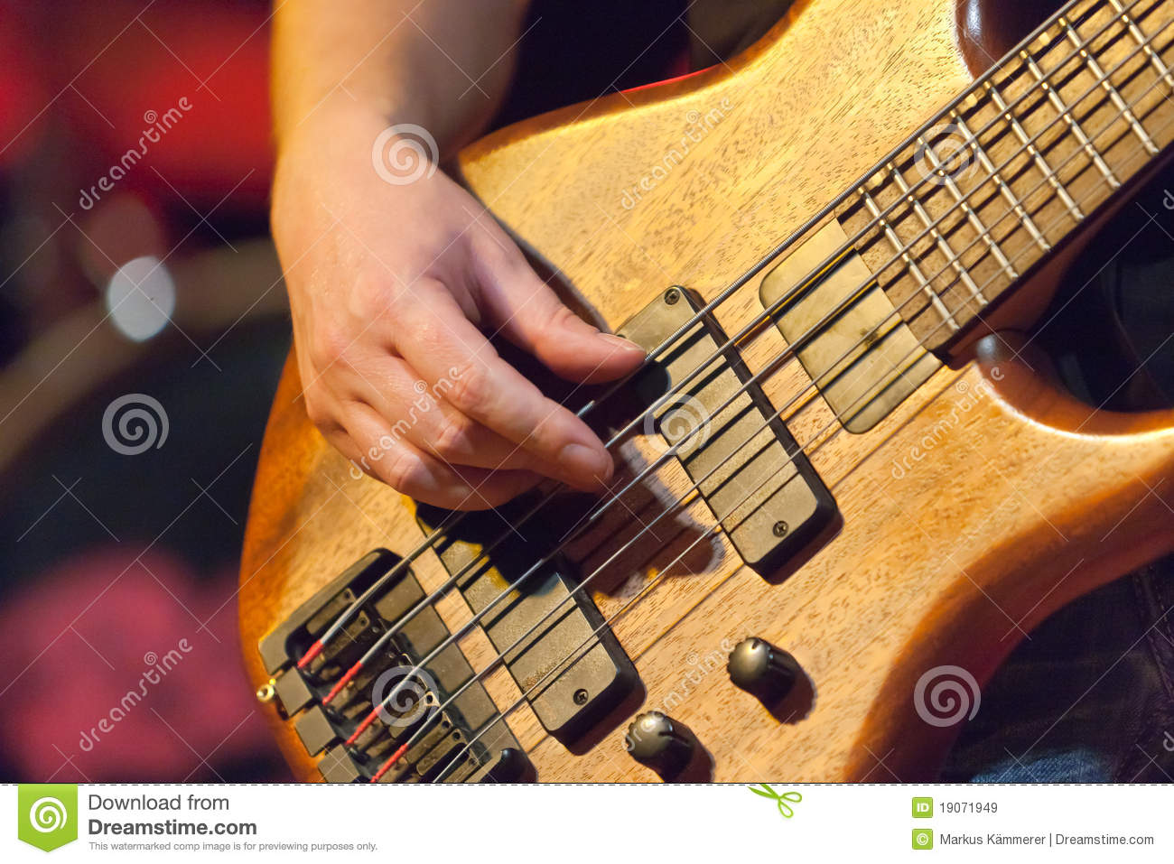 how to play hand clap on bass