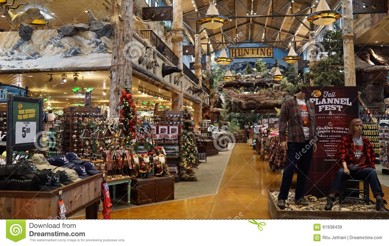 Bass pro shop at silverton hotel and casino in las vegas for Fish store las vegas