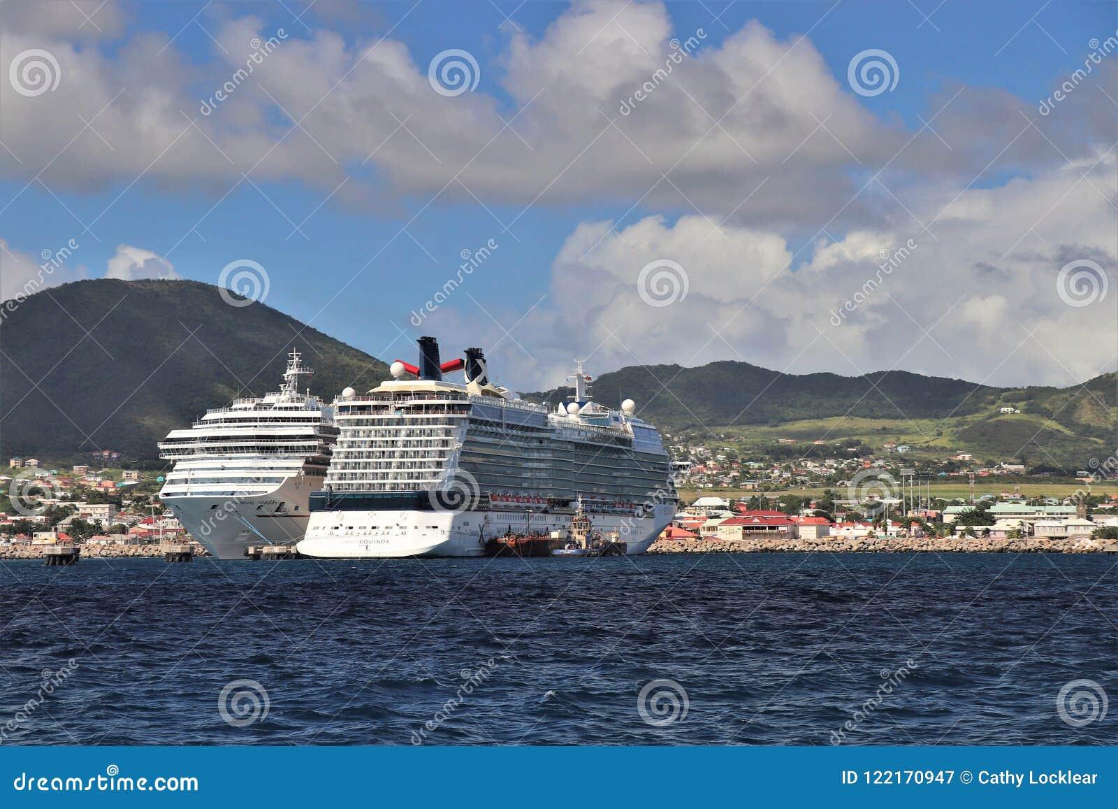 Basseterre St Kitts - 1/24/2018 - karnevalerövringen och skepp för kändisdagjämningkryssning anslöt i port Zane, St Kitts