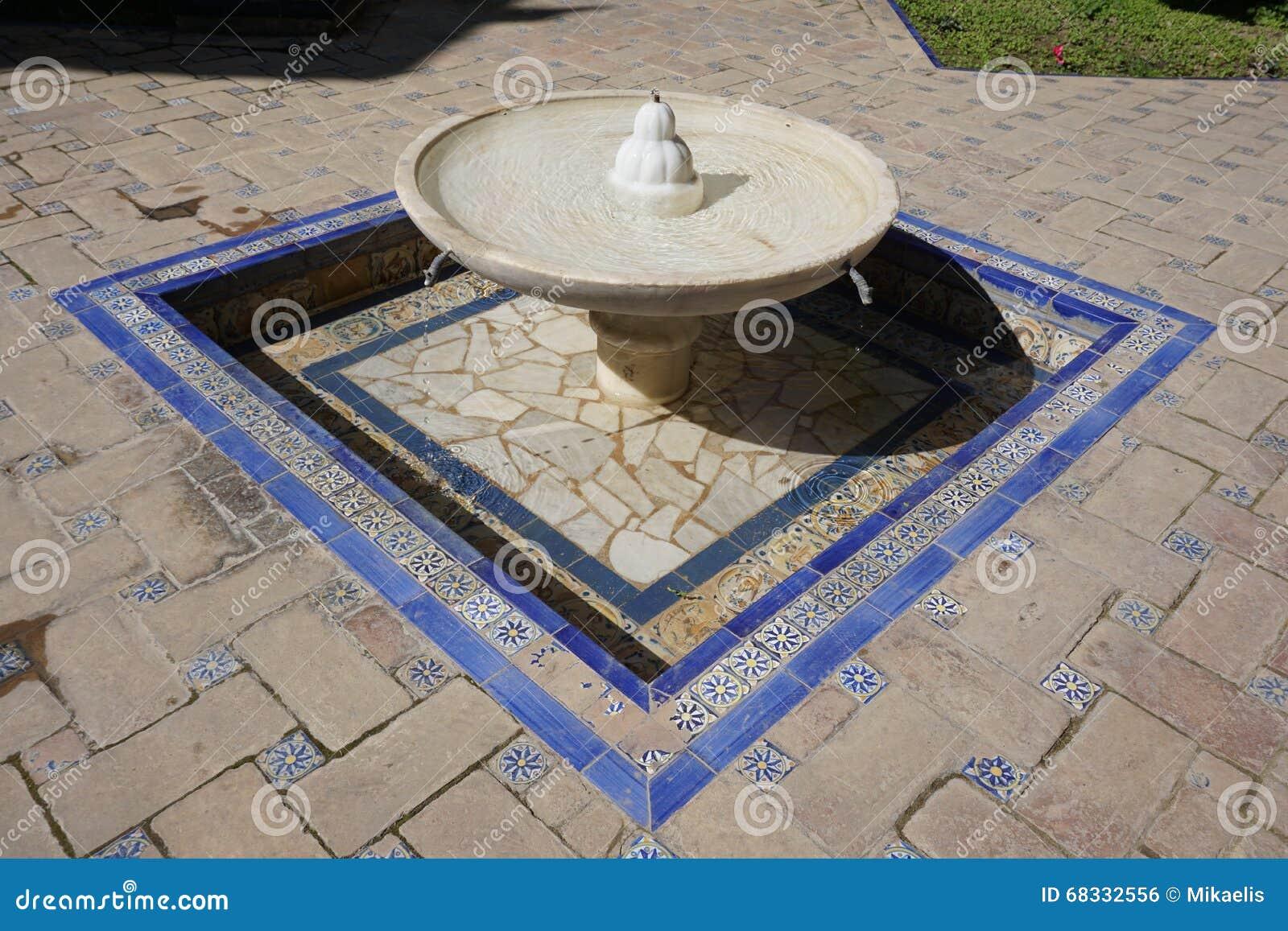 bassin de fontaine casa de pilatos s ville espagne photo stock image 68332556. Black Bedroom Furniture Sets. Home Design Ideas