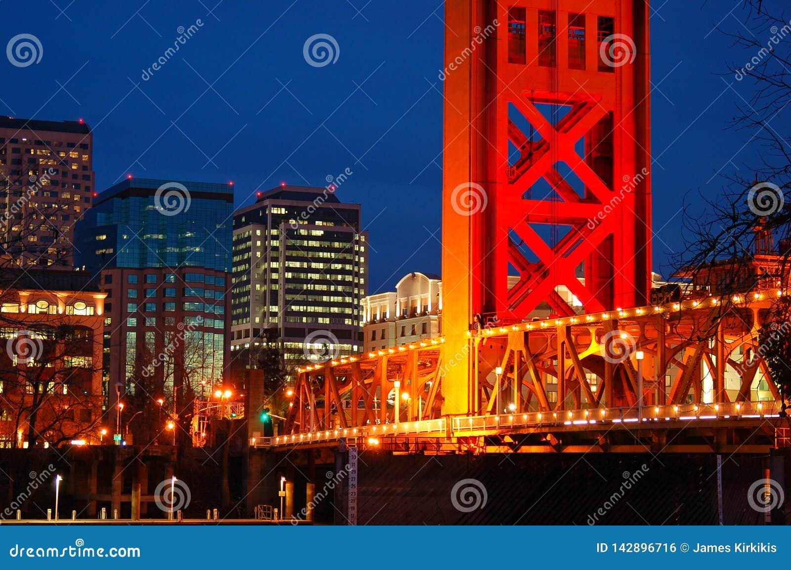 Basztowy most i Sacramento linia horyzontu