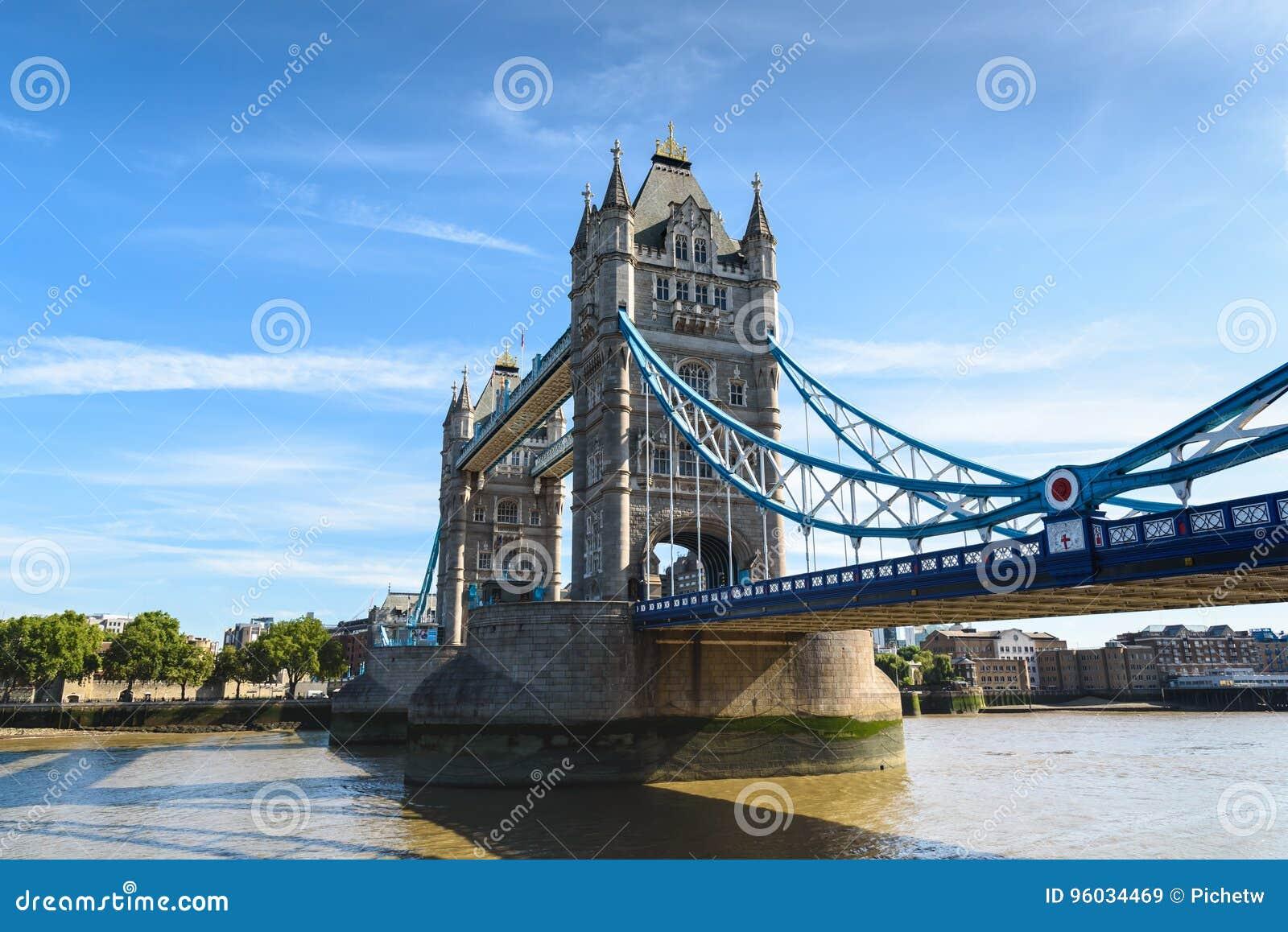 Basztowy most nad Rzecznym Thames, Londyn, UK, Anglia