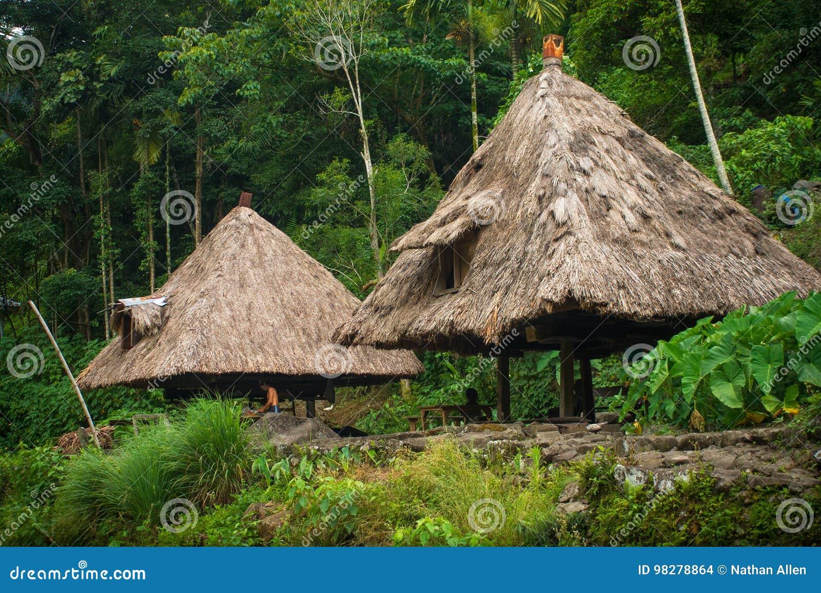 Batad by - Ifugao, Filippinerna - Juli 16, 2013: Den infödingIfugao byn förlägga i barack i Batad, i Luzon, Filippinerna