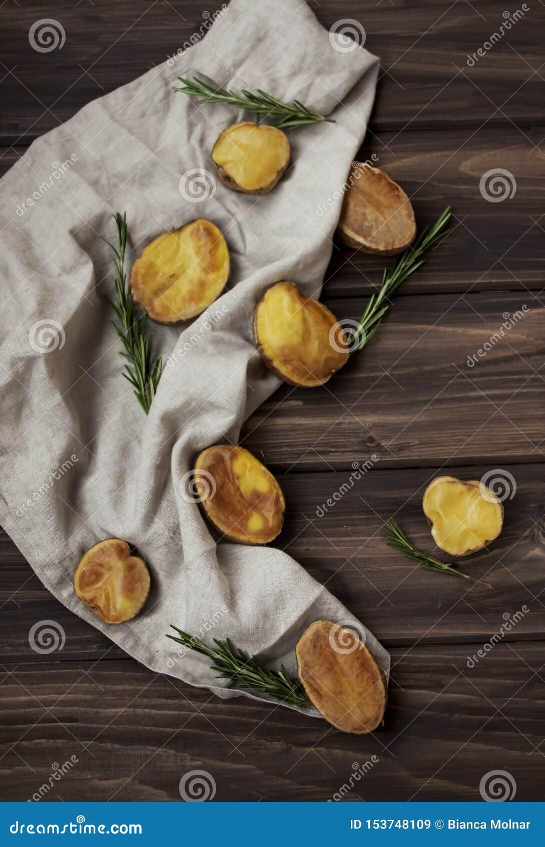 Batatas douradas Roasted com alecrins