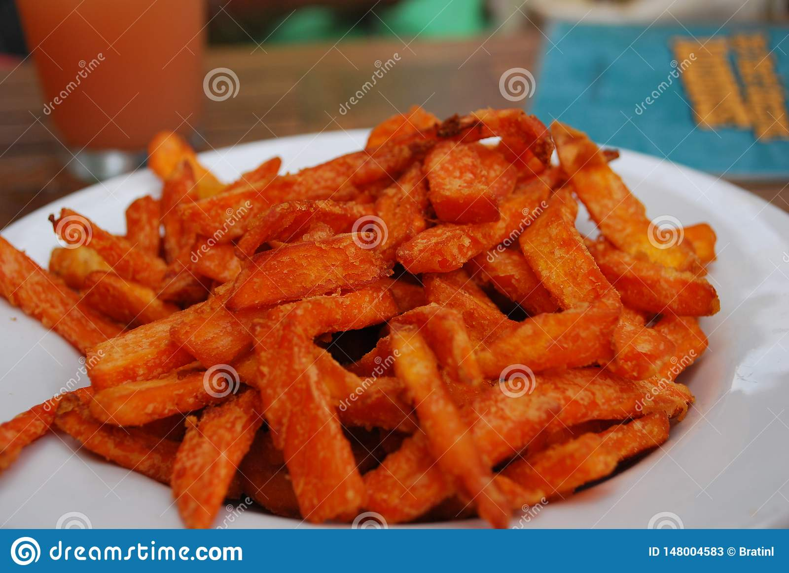 Batatas fritas da batata doce deliciosas