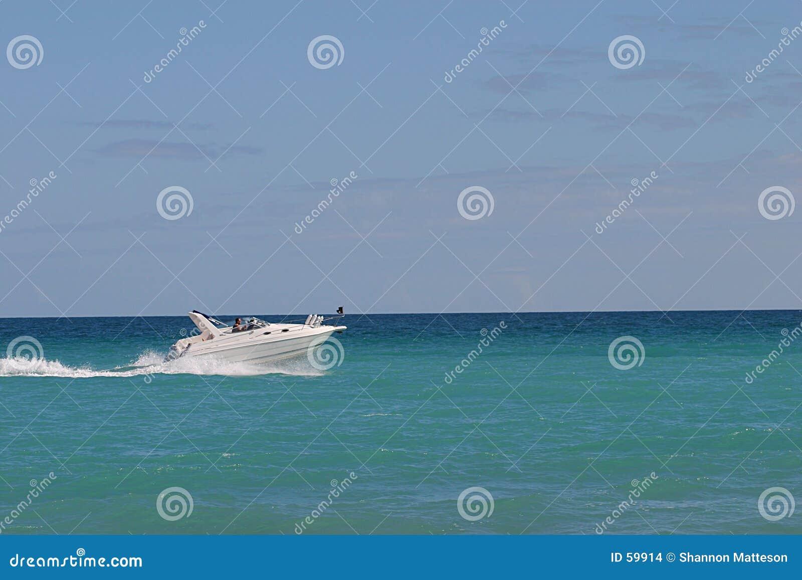 Download Bateau à grande vitesse photo stock. Image du fond, ciel - 59914