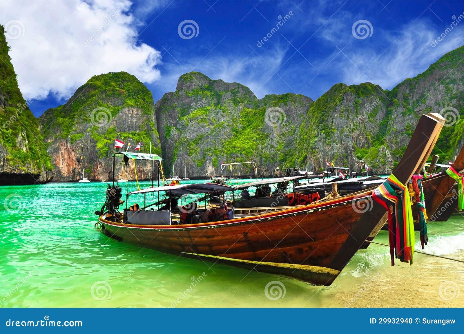 Bateau à la plage de la Thaïlande