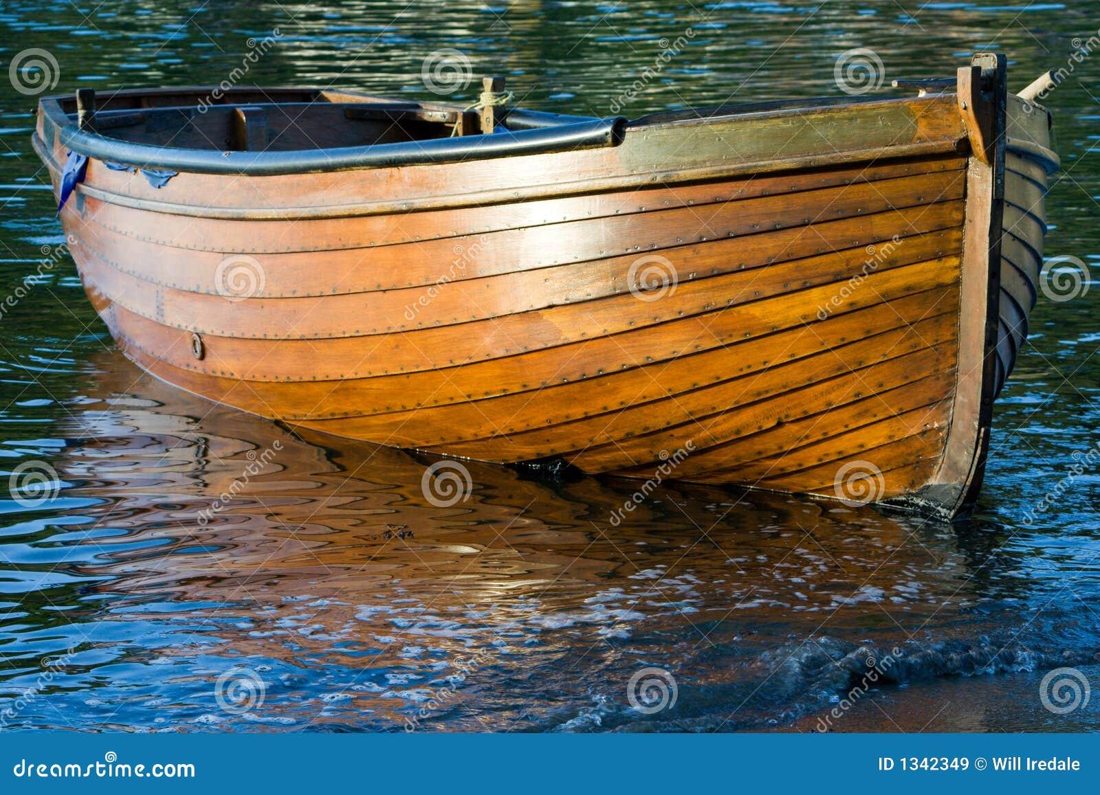 bateau d 39 aviron en bois image stock image du bateau pav 1342349. Black Bedroom Furniture Sets. Home Design Ideas