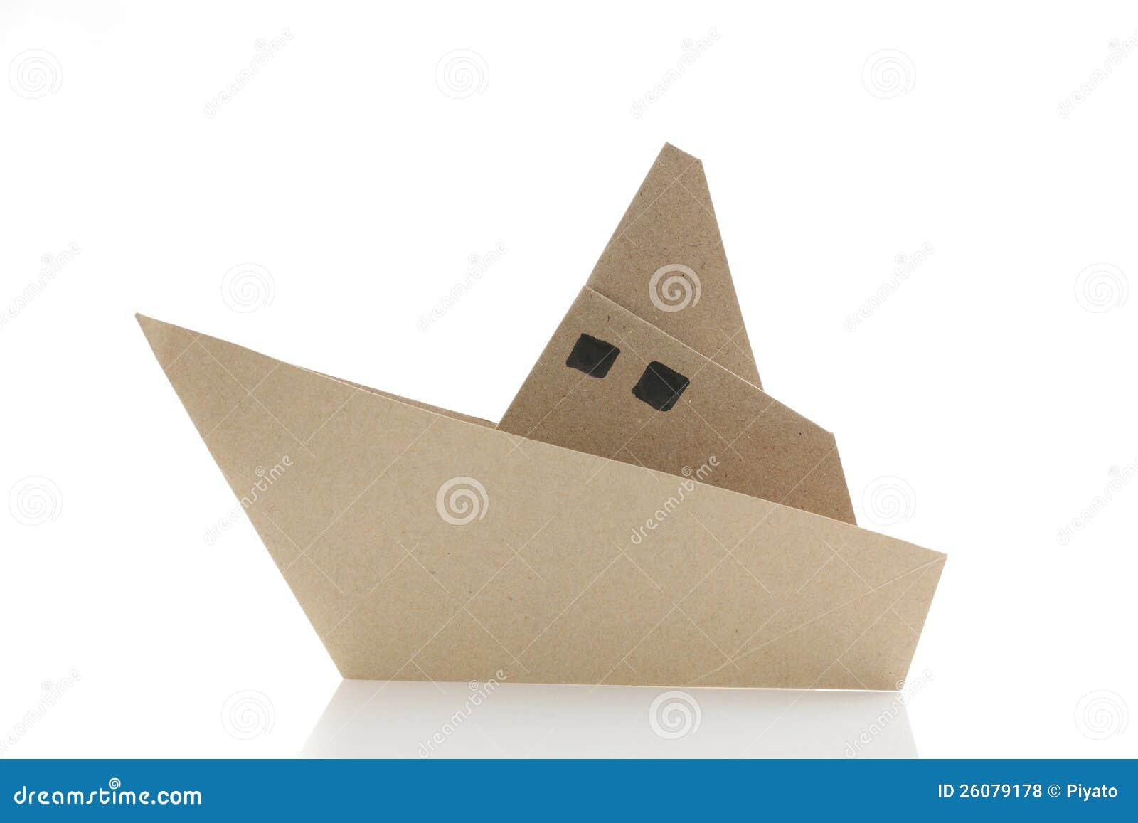 bateau d 39 origami photos libres de droits image 26079178. Black Bedroom Furniture Sets. Home Design Ideas