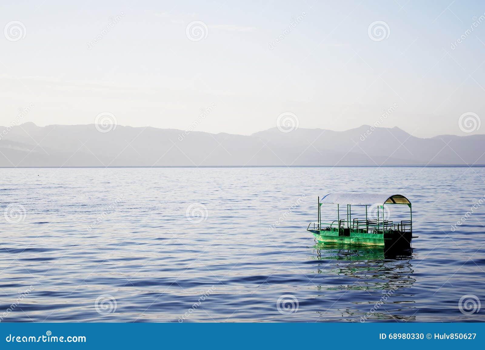 Bateau dans l eau