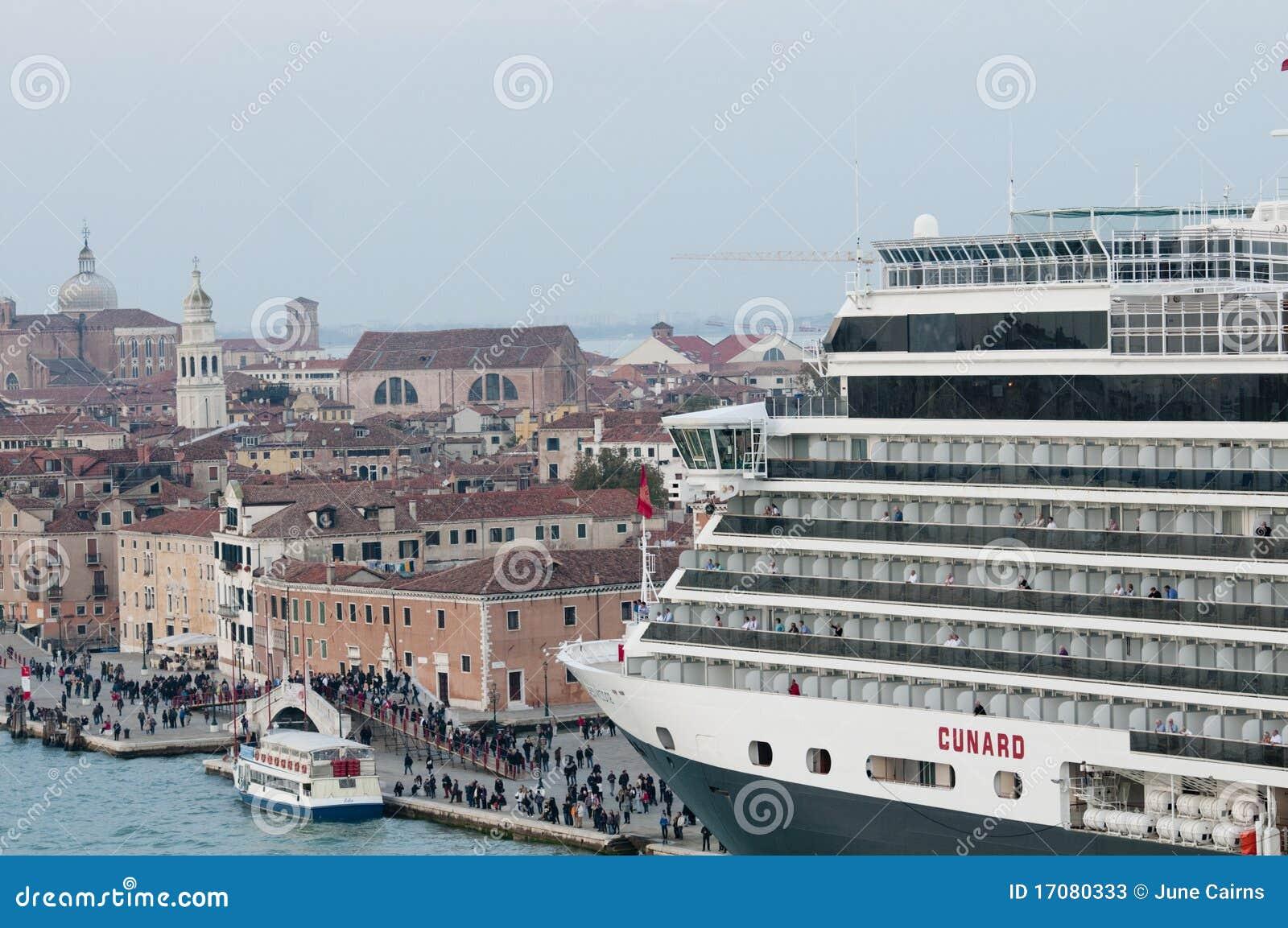 Bateau de croisi re venise photo stock ditorial image du grand ville 17080333 - Hotel venise port croisiere ...