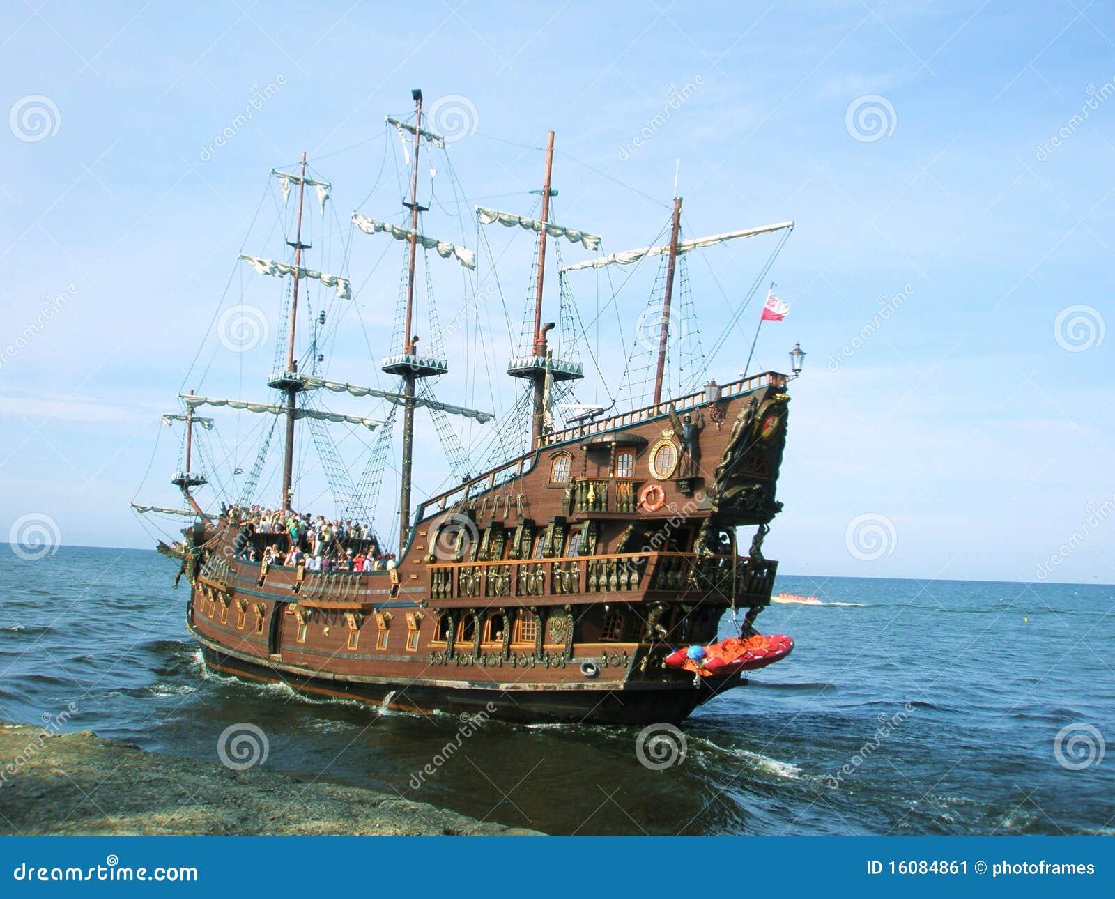 Bateau de croisi re de pirate d 39 t image stock image du - Image bateau pirate ...