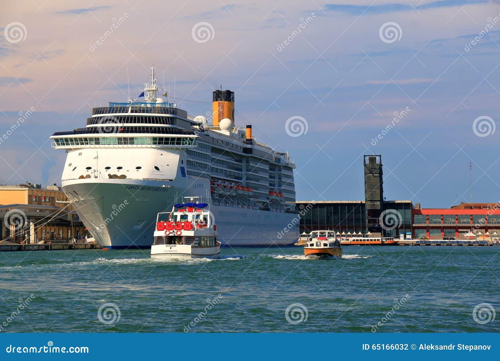 Bateau de croisi re costa mediterranea dans le port de venise italie photographie ditorial - Hotel venise port croisiere ...
