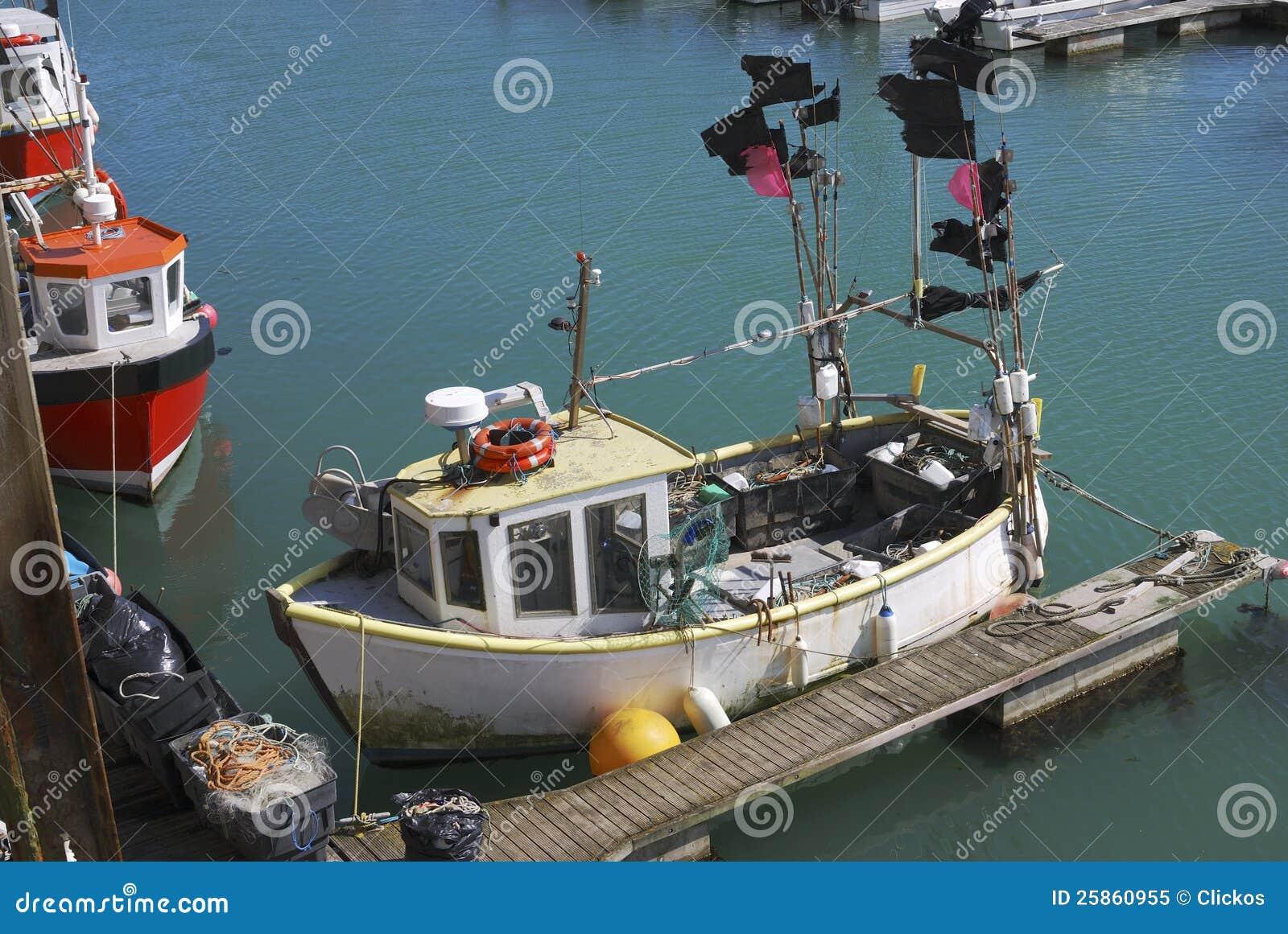 Bateau de pêche à la marina de Brighton. LE R-U