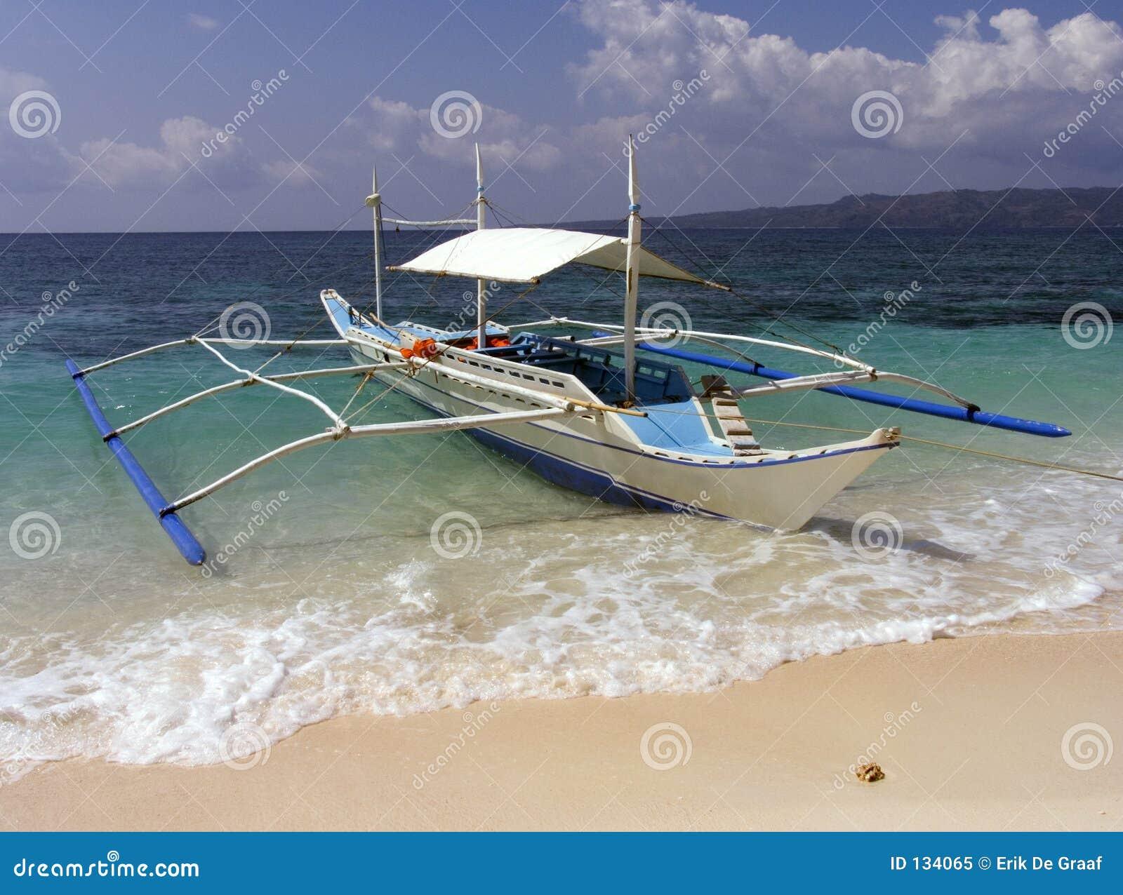 Bateau de pêche philippin du bateau