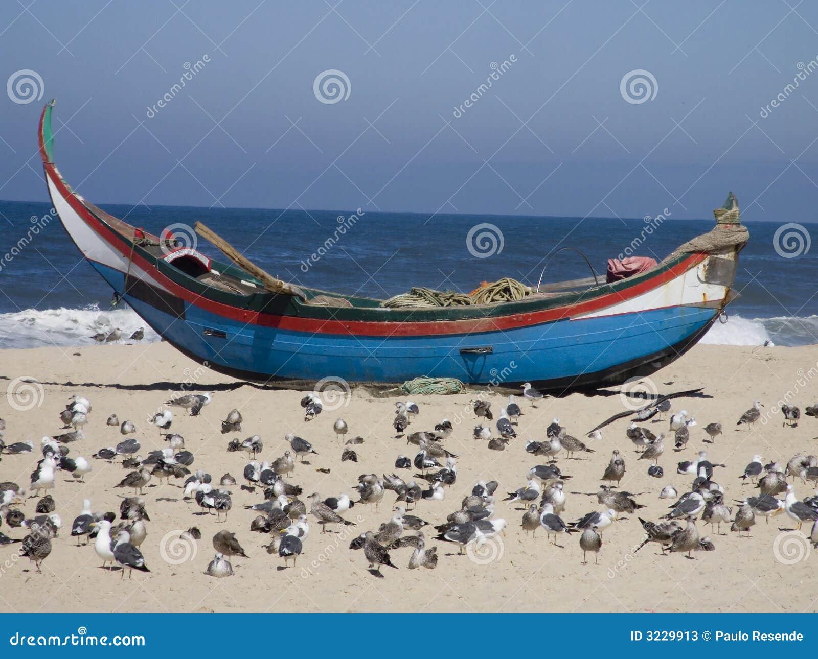 Bateau de pêcheur sur le sable