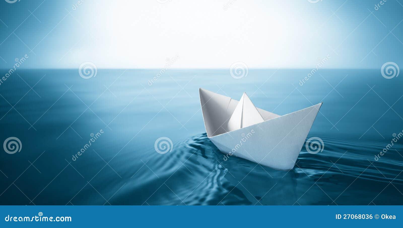 bateau de papier image libre de droits image 27068036. Black Bedroom Furniture Sets. Home Design Ideas
