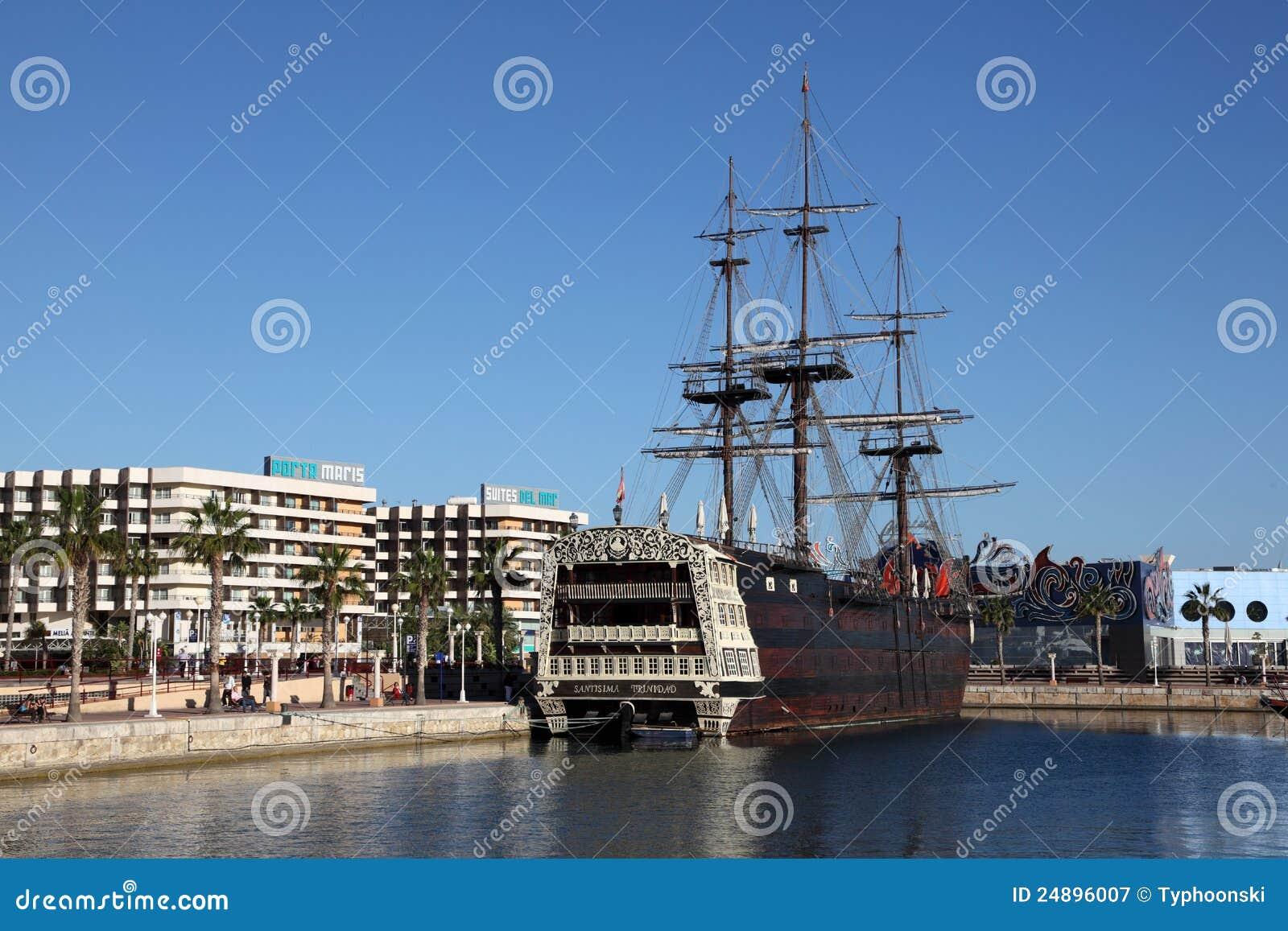 Bateau de pirate alicante espagne photographie - Photo de bateau pirate ...
